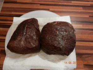 Rindfleisch für den Bresaola nach dem marinieren in Rotwein