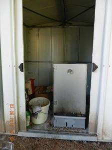 Gartenhäuschen mit Räucherschrank und zugehörigen Utensilien