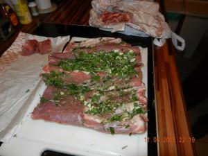 Schweinebauch und Lende mit Kräutern